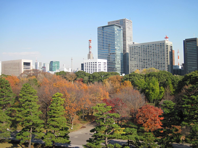 Vista de los jardines del este del Palacio Imperial de Tokio y el resto de Chiyoda