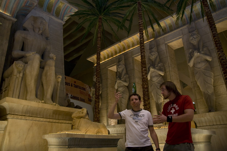 Interior del hotel Luxor en Las Vegas