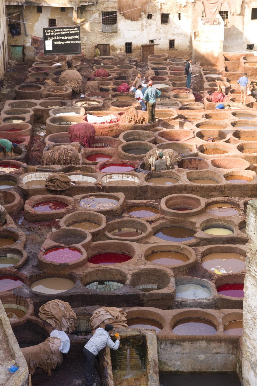 Barrio de los curtidores de cuero en la antigua medina de Fez