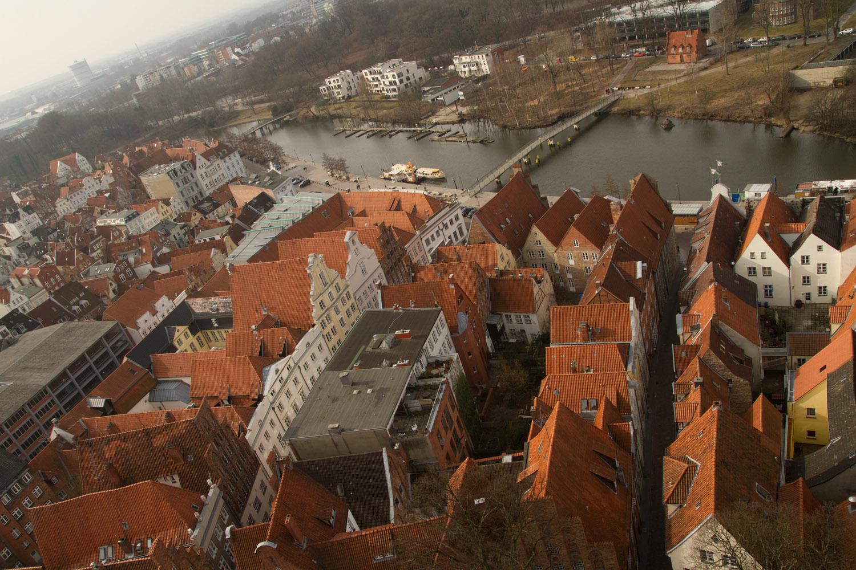 Vista aérea del centro de Lübeck, desde la iglesia de San Pedro