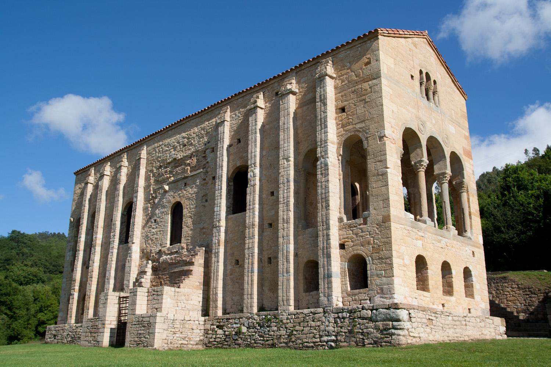 Iglesia prerrománica de Santa María del Naranco, en Oviedo, España