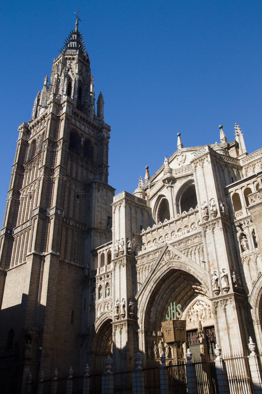Fachada principal de la Catedral de Toledo, España