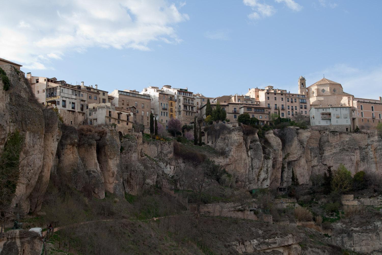 El centro histórico de Cuenca, visto desde el otro lado del río Huécar
