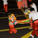 Un pequeño león en el desfile de año nuevo chino en Hong Kong