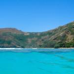 Las preciosas aguas de Hanauma Bay, Oahu, Hawaii, EE.UU.
