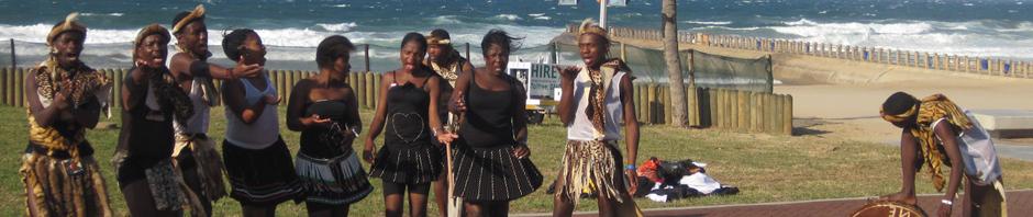 Un grupo musical tradicional entretiene a los visitantes en Durban, Sudáfrica, durante la Copa Mundial de la FIFA 2010