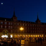 Vista nocturna de la Plaza Mayor de Madrid, España