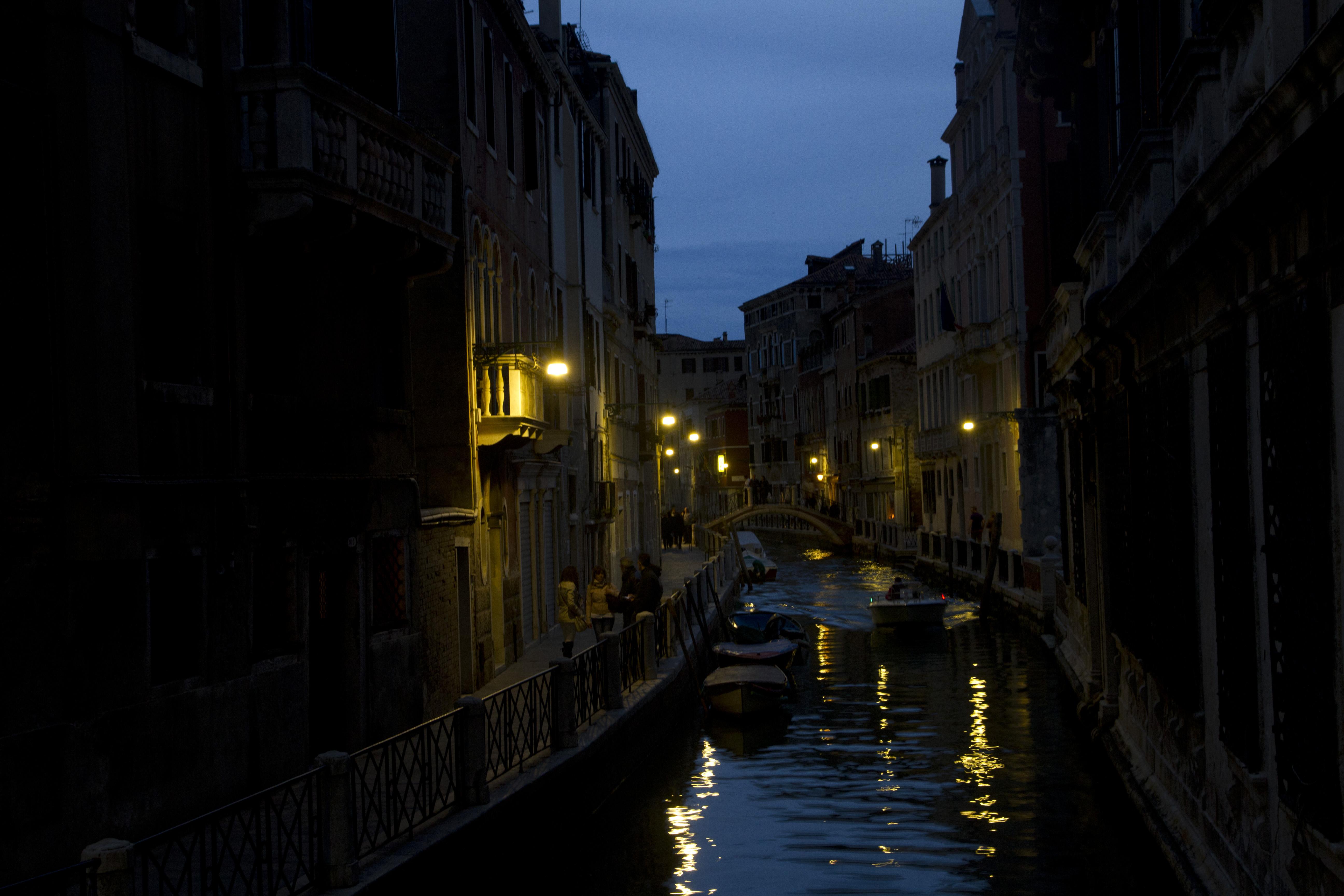 La noche veneciana, hermosa y a la vez misteriosa