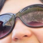 Viñedos de las terrazas de Lavaux reflejados en unas gafas de sol, Suiza
