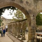 Ruinas del claustro del Monasterio de los Cordeliers, Saint-Émilion, Francia
