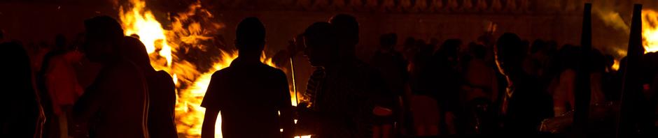 Hogueras en la fiesta de San Juan en A Coruña, España