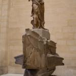 La Niké o Victoria Alada de Samotracia, en el Museo del Louvre en París, Francia.