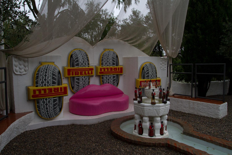La extravagante decoración de la piscina de la casa de Dalí en Portlligat, Cadaqués