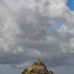 Panorámica del Mont-Saint-Michel desde las praderas salinas, Normandía, Francia