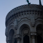 Estatua del arcángel San Miguel en la Basílica de Notre-Dame de Fourvière, Lyon, Francia