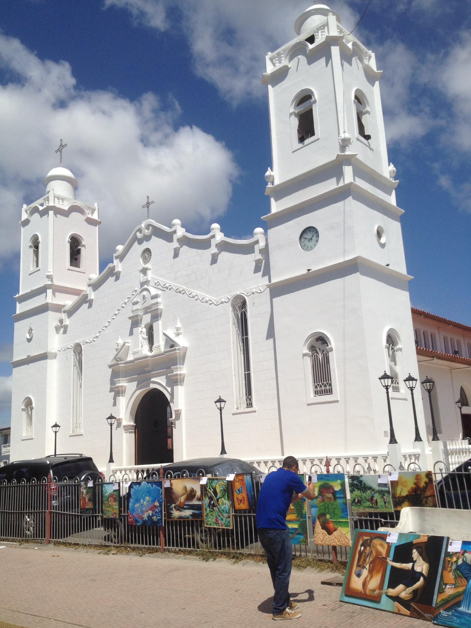 La recién renovada catedral de Penonomé aportando su belleza como marco del evento