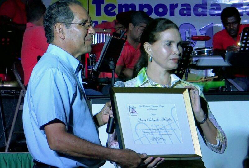 Reconocimiento de la Fundación Arte en el Parque a la pintora Sonia Solanilla Morales