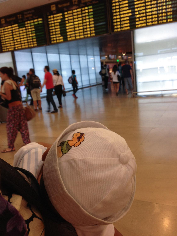 Bebé en el aeropuerto de Barajas