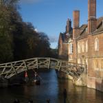 Puente matemático y río Cam, Cambridge, Inglaterra