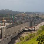 Construcción del tercer juego de esclusas en Gatún, Panamá