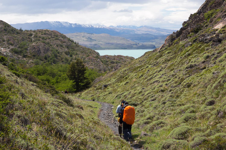 Caminando hacia al lago Nordenskjöld, parque nacional Torres del Paine, Chile