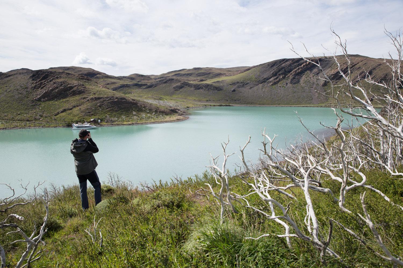 Catamarán en el lago Pehoé, Chile