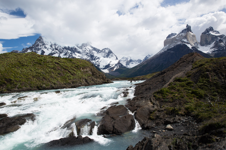Paine Grande y Los Cuernos en el Gran Salto, Chile