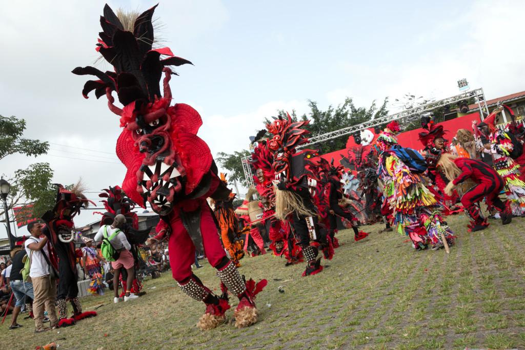 Diablos y congos en su danza ancestral