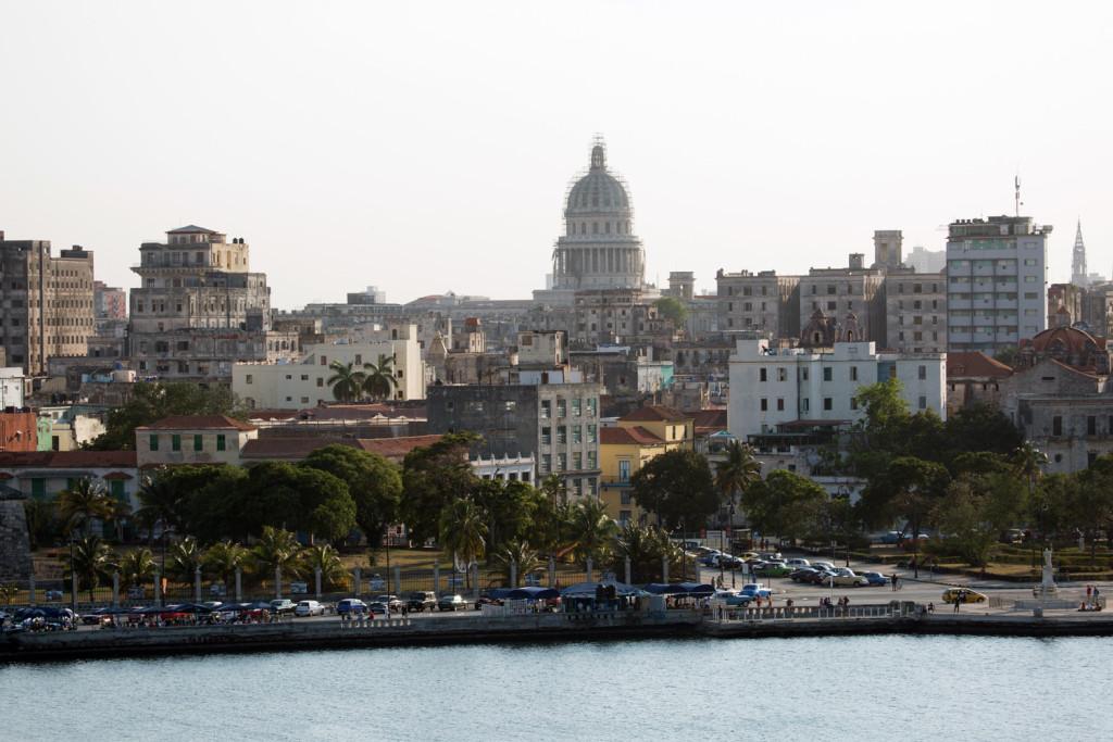 La ciudad de La Habana vista desde el pueblo de Casablanca.