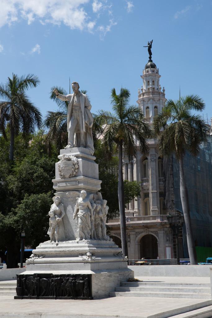 En el parque central de La Habana
