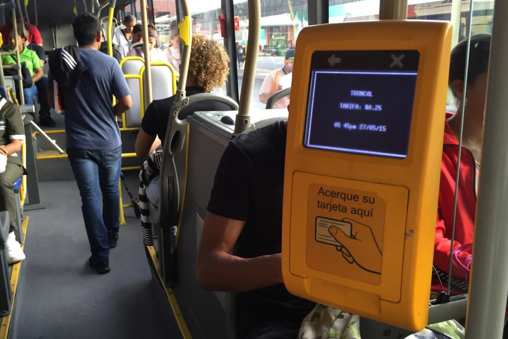 Lector de tarjeta en autobús de Panamá