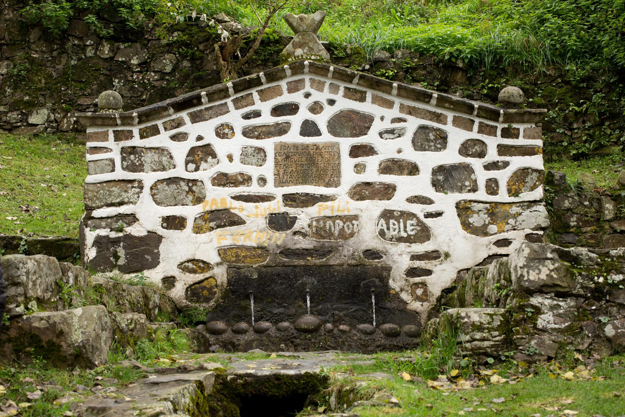 Fuente del Santo o de los Tres Caños