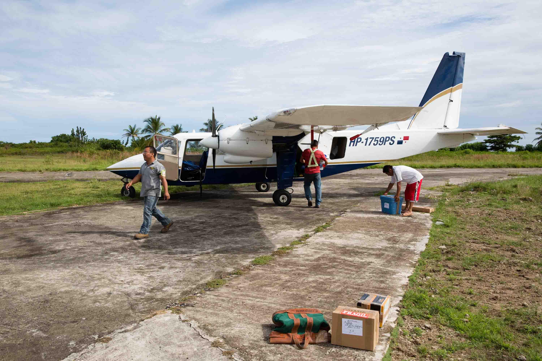 Avión de Air Panama en la isla de Narganá, archipiélago de Guna Yala o San Blas, Panamá
