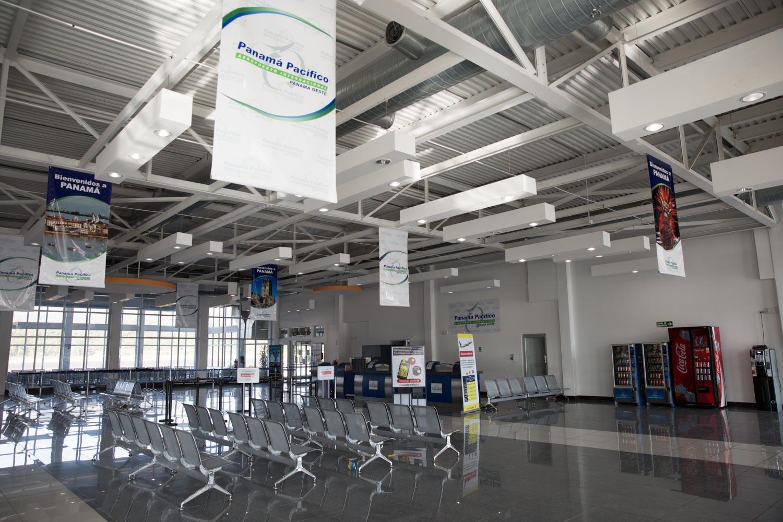 Interior del aeropuerto de Panamá Pacífico