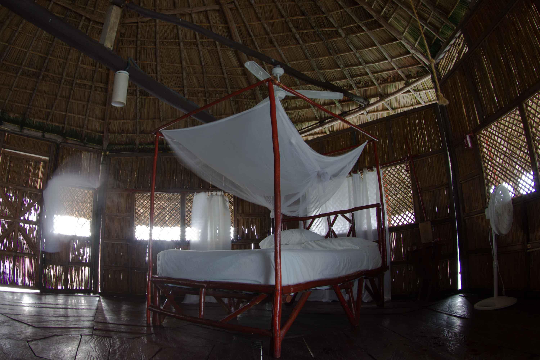 Habitación de uno de los palafitos en Yandup Island Lodge, archipiélago de Guna Yala o San Blas, Panamá