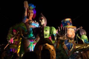 Carroza alegórica de carnaval en Las Tablas de noche
