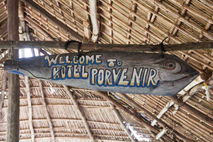 Letrero del Hotel El Porvenir, archipiélago de Guna Yala o San Blas, Panamá