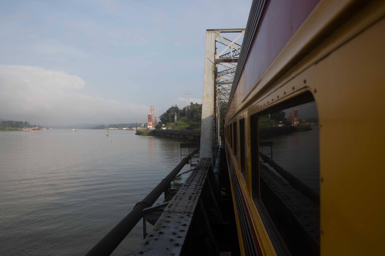El tren de Panama Canal Railway a su paso por Gamboa