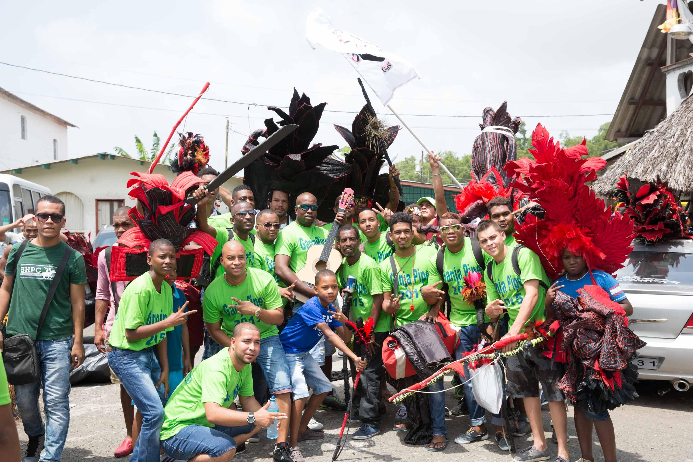 El grupo Ganja Pipes, de Santa Rita, preparándose para el Festival de Diablos y Congos de Portobelo